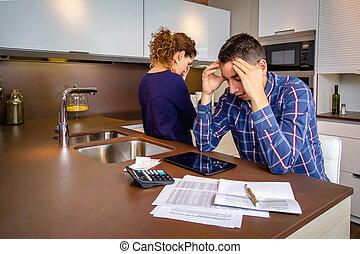 couple, dettes, jeune, leur, réexaminer, désespéré, factures
