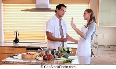 couple, discuter, cuisine