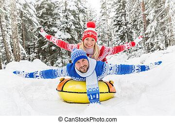 couple, extérieur, hiver, heureux