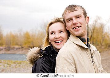 couple, extérieur, jeune, heureux