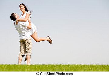 couple, faire idiot, parc, autour de, jeune