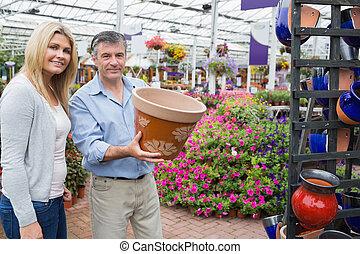 couple, fleurir pot, choisir