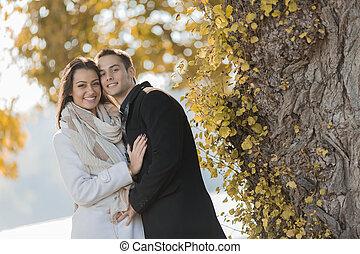 couple, forêt, jeune
