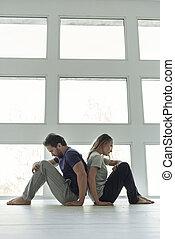 couple, frustré, fenêtre, séance