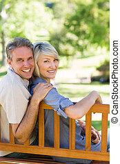 couple, garez banc, sourire, séance