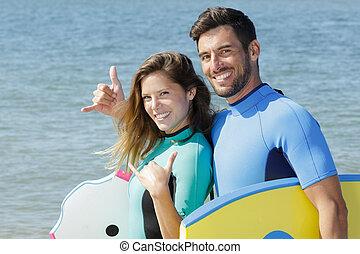 couple, geste, confection, shaka, main, surfer