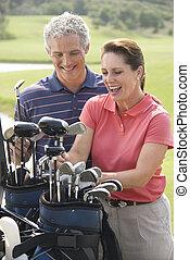 couple, golf., jouer