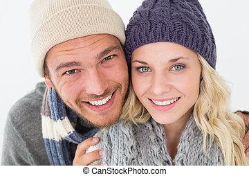 couple, habillement chaud, jeune, séduisant