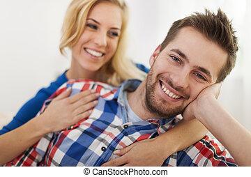 couple, haut fin, sourire, aimer