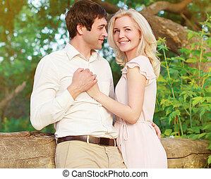 couple, heureux, amour, jeune, dehors