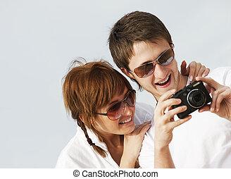 couple heureux, appareil photo, numérique