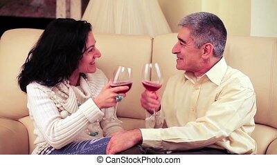 couple, heureux, boire, loughing