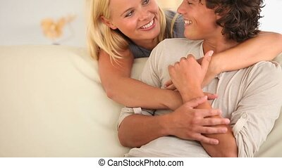 couple heureux, conversation