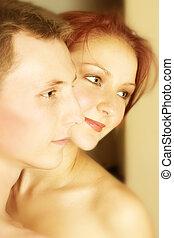 couple, heureux, embrasser