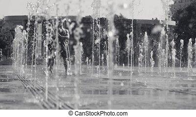 couple, heureux, fontaine, jeune, danse