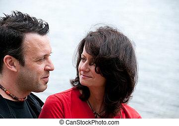 couple heureux, mûrir