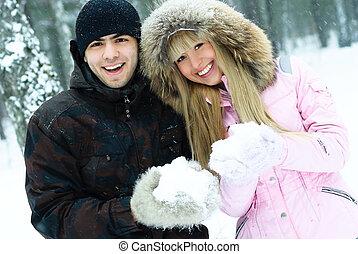 couple, heureux, parc, hiver, jeune