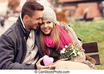 couple, heureux, parc, jour, valentine