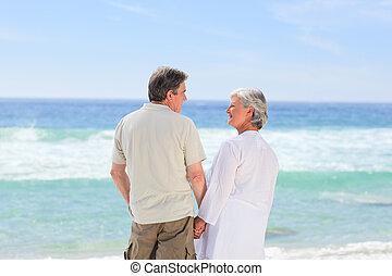 couple heureux, plage