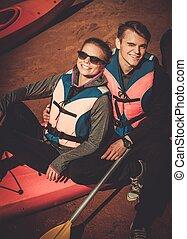 couple heureux, sur, a, kayaks