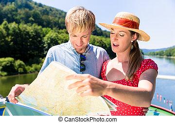couple heureux, sur, rivière, croisière