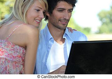 couple, informatique, parc, ordinateur portable