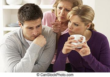couple, interferring, argument, mère, maison, personne agee, avoir