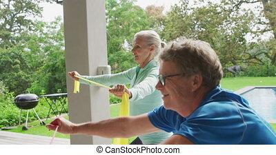 couple, jardin, personne agee, exercisme