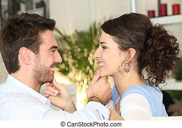 couple, jeune, aimer