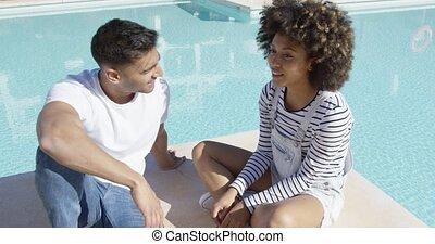couple, jeune, américain, bavarder, africaine, sérieux