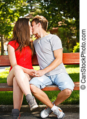 couple, jeune, baiser