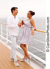 couple, jeune, bateau croisière, avoir, boissons