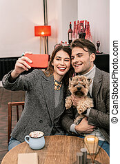 couple, jeune, chien, leur, confection, selfie
