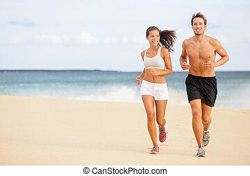 couple, -, jeune, courant, plage, coureurs