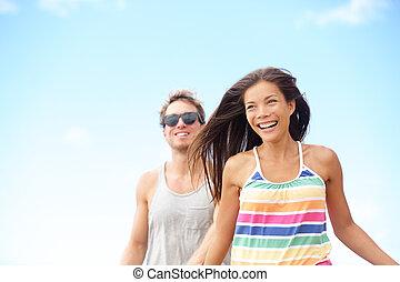 couple, jeune, courant, rire, amusement, apprécier, plage