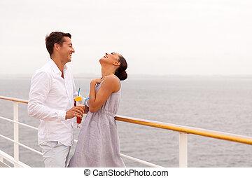 couple, jeune, croisière, amusement, bateau, avoir