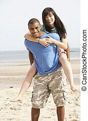 couple, jeune, ferroutage, amusement, plage, avoir