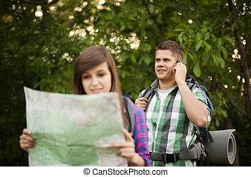 couple, jeune, forêt