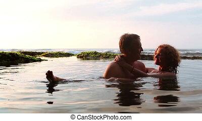 couple, jeune, mer