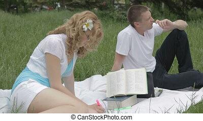 couple, jeune, nous, avantages, discuter