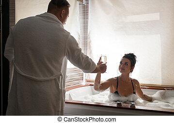 couple, jeune, repos, sauna, séduisant, avoir