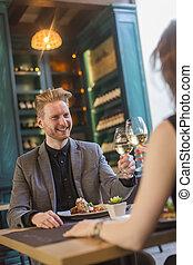 couple, jeune, restaurant