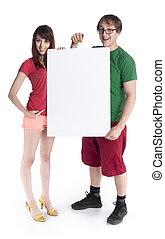 couple, jeune, tenue, blanc, carton, vide