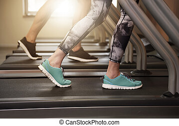 couple, jogging, tapis roulant