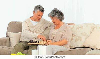 couple, jouer, personnes agées, échecs