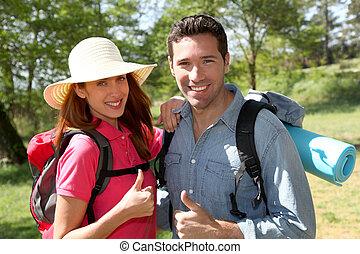 couple, jour, randonnée, heureux
