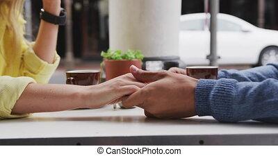 couple, leur, mains, terrasse, caucasien, café avoirs, foyer