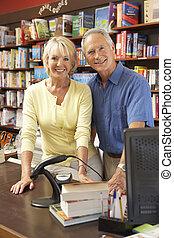 couple, librairie, courant