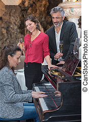 couple listening the pianist