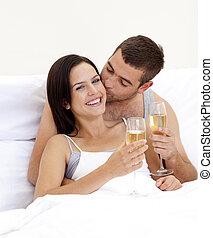 couple, lit, valentine\'s, boire, champagne, jour